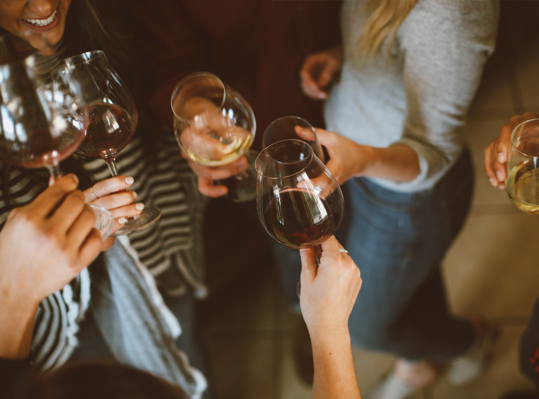 Skålar med vin